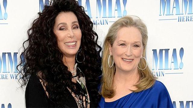 Meryl Streep y Cher celebran reencuentro con tremendo beso