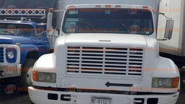 Roban otro camión con aguacates, y dos taxis, en Uruapan