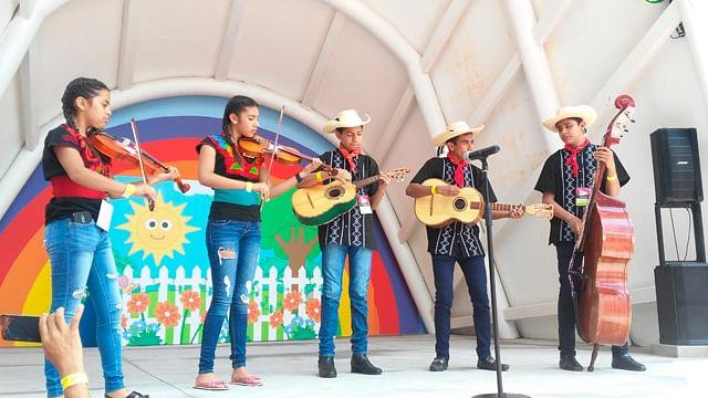 Jóvenes mariachis de Tacámbaro ganan el Premio Alas y Raíces en Guadalajara
