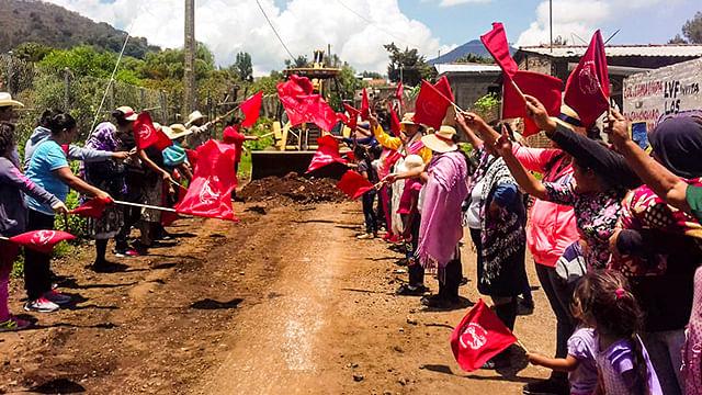 Gestiones antorchistas logran la construcción del acceso principal en Dámaso Cárdenas