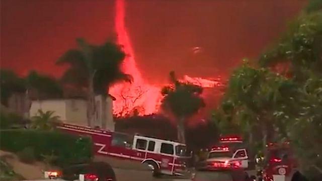 Muestran increíbles imágenes de un voraz tornado de fuego (Video)