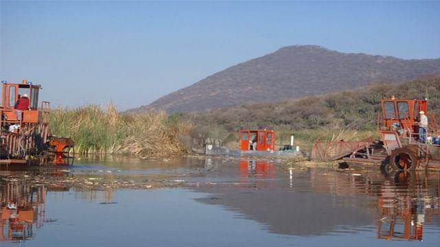 Retiran 128 mil m3 de sedimentos en lagos de Pátzcuaro y Cuitzeo