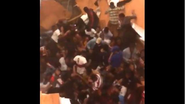 Piso se desploma en plena fiesta en EU, hay 30 heridos