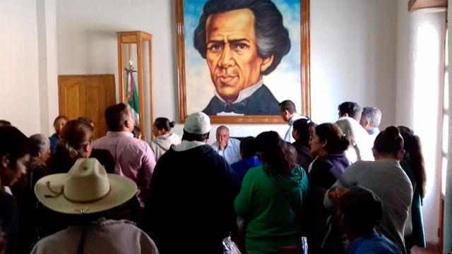 Campesinos y colonos de Maravatío entregan pliego petitorio al edil Jaime Hinojosa