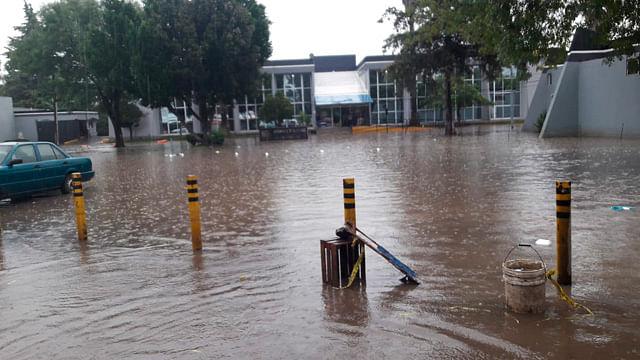 Reportan desbordamiento del dren Barajas por lluvias en Morelia