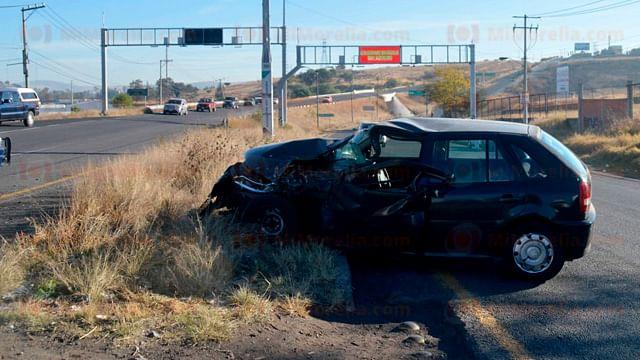 Chocan camioneta y auto en Morelia; hay un lesionado