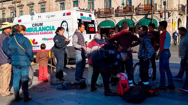 Combi Roja atropella a mujer en el Centro de Morelia y huye