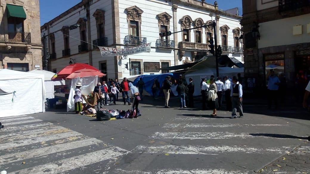 Tras diálogo con Ayuntamiento, se retiran ambulantes del plantón de CNTE
