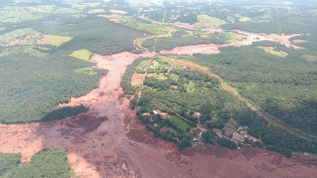 Colapsa dique en Brasil; hay más de 300 desaparecidos