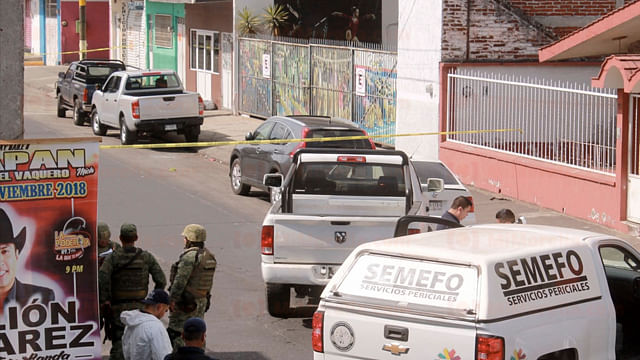 Atacan a balazos a ocupantes de una camioneta en Uruapan, hay dos muertos