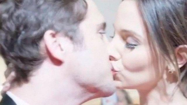 Influencer obliga a Diego Boneta a besarla