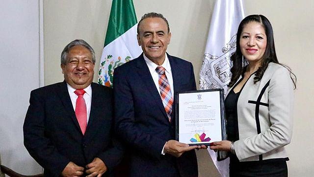 Entrega Pascual Sigala nombramiento a nueva titular de Compesca