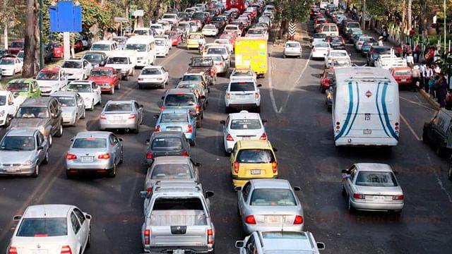Hasta 40 minutos duran los morelianos en el tráfico