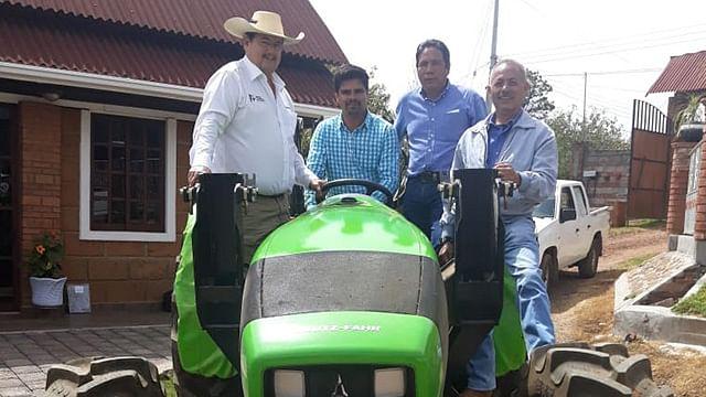 Supervisa Sedrua entrega de maquinaria agrícola