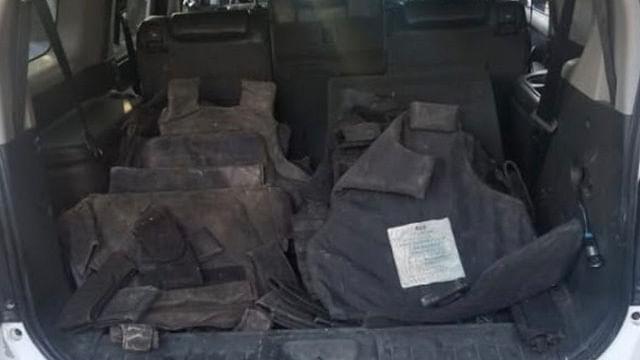 Asegura Policía Michoacán a uno con arma de fuego y chalecos tácticos