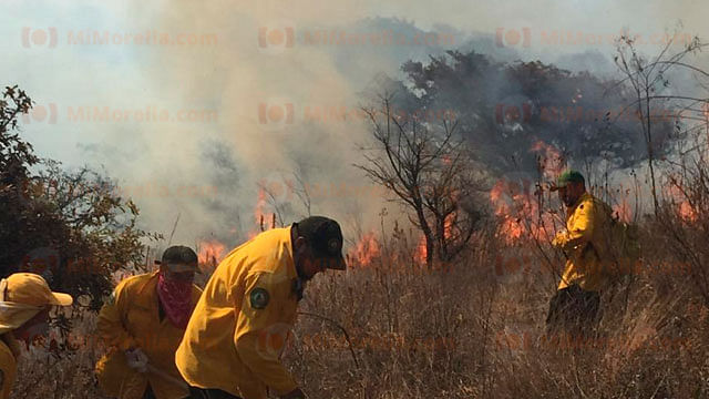 Controlan de nueva cuenta incendio al sur de Morelia