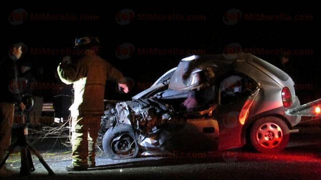Paramédicos municipales también auxiliaron y confirmaron el deceso del citado conductor (Foto: Red 113)