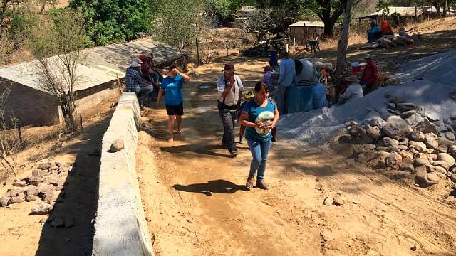 En Susupuato, antorchistas revisan avance de obra de pavimentación