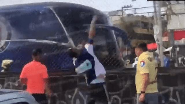 Hinchas americanistas atacan autobús del Cruz Azul