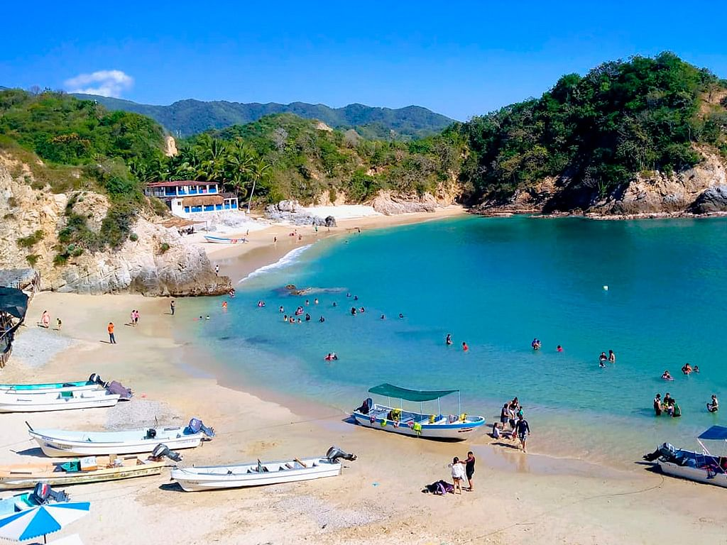 Pichilinguillo, mar y sol para estas vacaciones en Michoacán