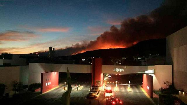 El operativo de control se mantiene en los puntos cercanos a las zonas urbanas para evitar una mayor propagación de las llamas (Foto: Cortesía)