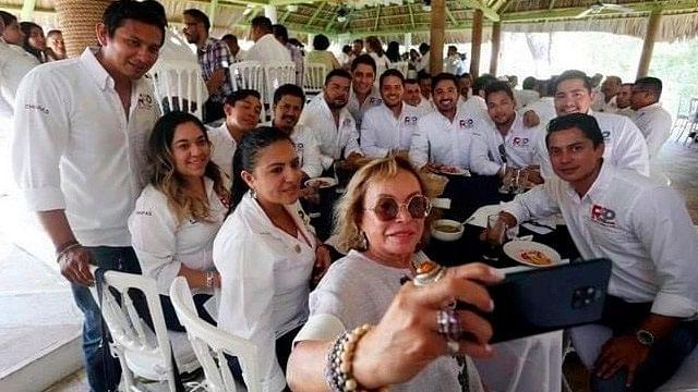 FGR regresa bienes confiscados y cuentas a Elba Esther Gordillo