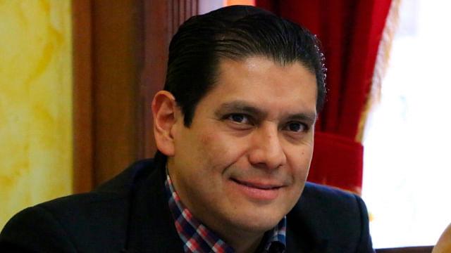 Propone Ernesto Núñez facilitar trámites mediante códigos de respuesta rápida
