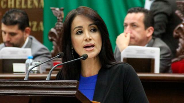 Propone Lucila Martínez castigo de cárcel a quien oculte ingreso real de padres