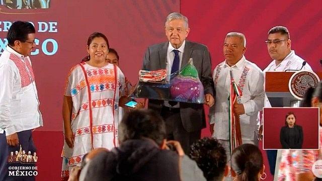 AMLO hace entregas de más de 42 mdp de subasta a municipios de Guerrero