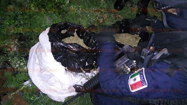 Peatón tira costal con marihuana al ver patrullas en la colonia El Durazno
