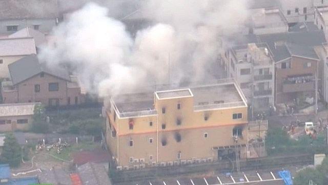 Suman 33 muertos en incendio de estudio de anime de Japón