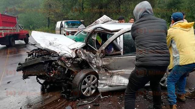 Un muerto y tres heridos en aparatosos choque en la carretera Uruapan-Los Reyes