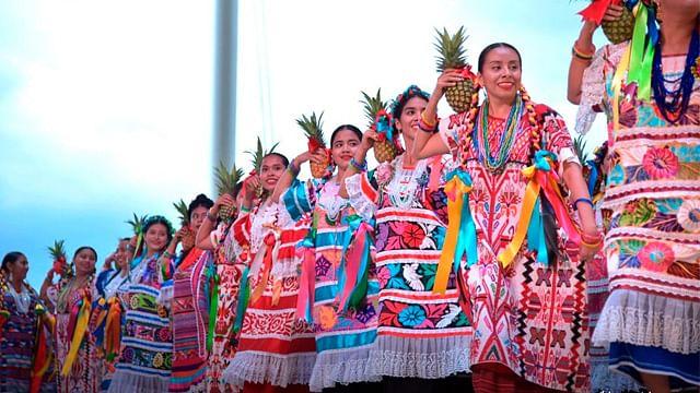 Vuelve La Guelaguetza a Pátzcuaro