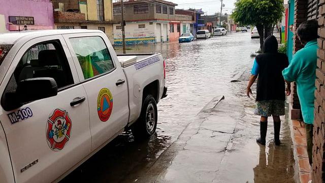 Lluvia deja inundaciones y encharcamientos en Morelia