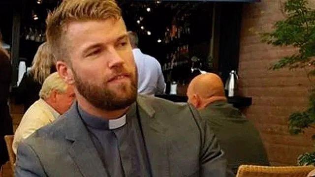 Sacerdote enloquece en redes sociales por su parecido a «Thor»
