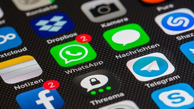 ¿Por qué llegan mensajes de WhatsApp hasta que abres la app? Aquí la solución: