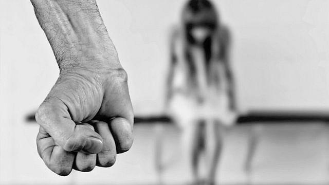 Condenan a hombre a 11 años de prisión por violar a su hija, en Michoacán