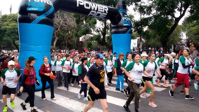 Familias enteras y deportistas profesionales, participan en la Carrera Atlética del IMSS