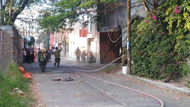 Bomberos municipales apagan incendio en la Ejidal Ocolusen , en Morelia