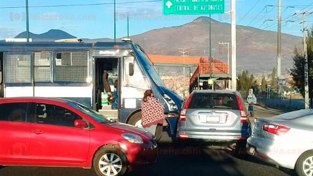 Se registra choque entre camión de la UROP y camioneta