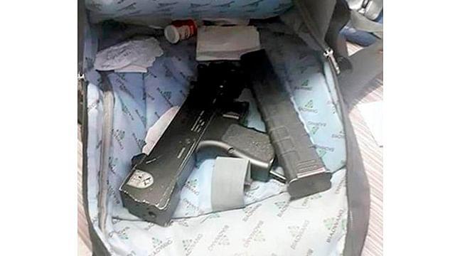 Encuentran subametralladora en mochila de estudiante de secundaria, en Nuevo León