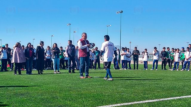 """Inauguran rehabilitación de cancha y pista de atletismo del """"Bicentenario"""", en Morelia"""