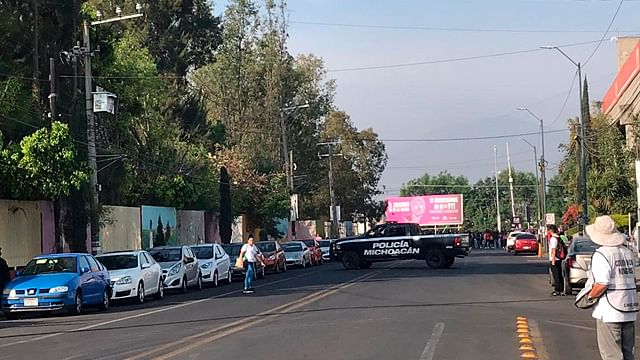 Cerrado Siervo de la Nación por normalistas en Morelia
