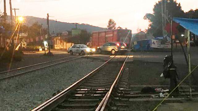 Paro en escuelas, cierre de carreteras y bloqueos en las vías del tren realizan los maestros de la CNTE