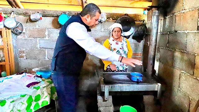 Promueve Sedesoh uso de estufas sustentables en comunidades michoacanas