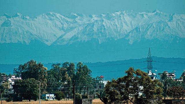 Picos de Himalaya se dejan ver por baja contaminación
