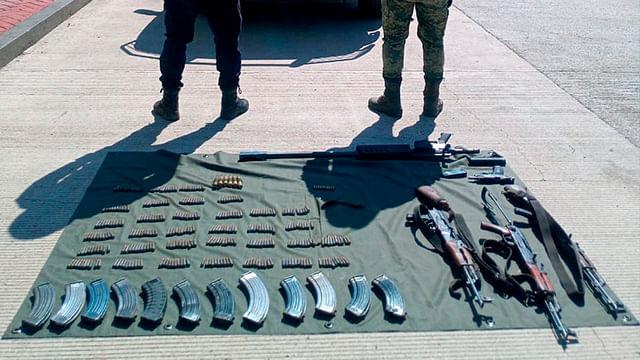 Aseguran SSP y Sedena cinco armas de fuego, cargadores y más de 300 cartuchos útiles