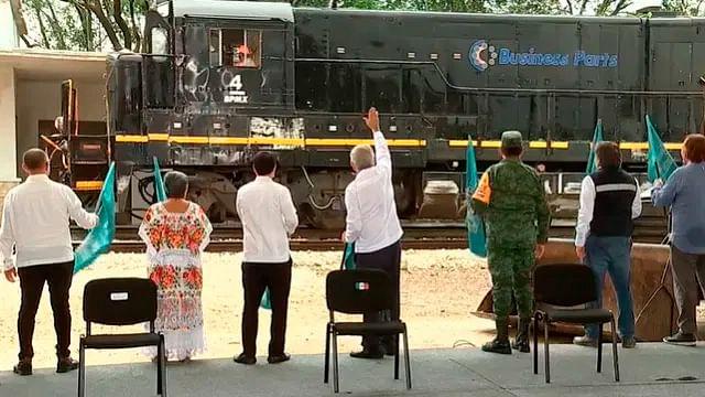 Da AMLO banderazo de construcción al tercer tramo del Tren Maya