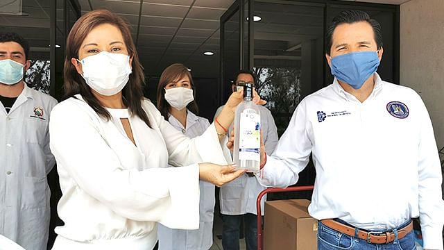 Instituto Tecnológico de Morelia entrega al IMSS gel antibacterial
