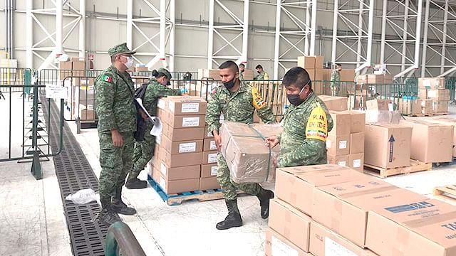 Ejército lleva insumos médicos a los Hospitales INSABI en Michoacán